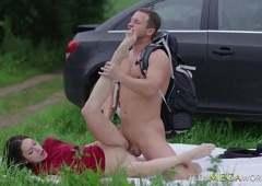 После траха в жопу, парень кончил своей телке в рот
