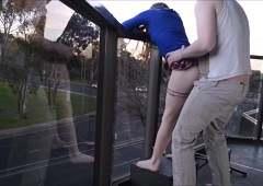 Телочка делает минет своему парню, пока он снимает на видео